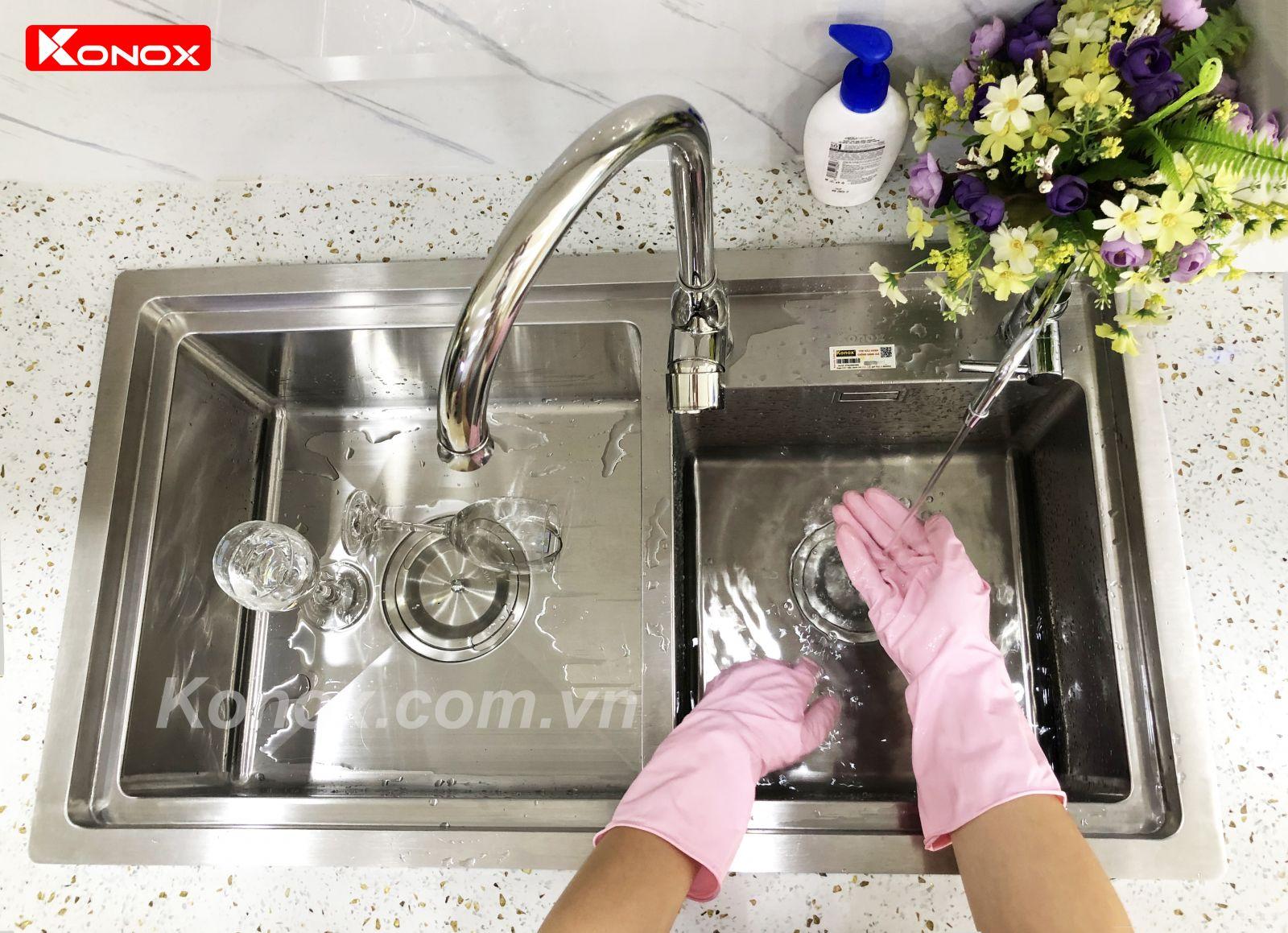 cách vệ sinh chậu rửa bát konox đúng cách