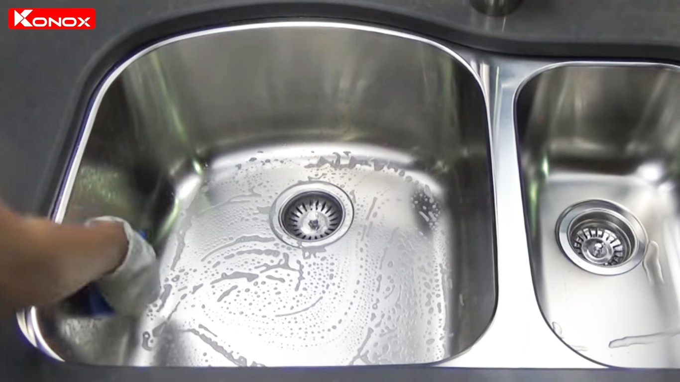 lau chùi chậu rửa bát konox đúng cách giúp tăng độ bền của sản phẩm
